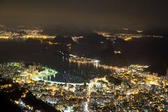 Opinión de la noche de Sugarloaf en Rio de Janeiro Brazil imagenes de archivo