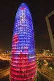 Opinión de la noche de Torre fálico-formado Agbar o de la torre de Abbar en Barcelona, España, diseñada por Jean Novel, septiembr Imagen de archivo