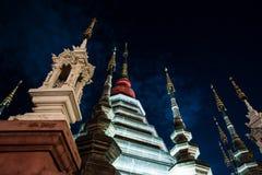 Opinión de la noche de un templo en Chiang Mai, Tailandia Fotografía de archivo