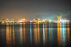 Área industrial de Johor con reflexiones coloridas Imagen de archivo