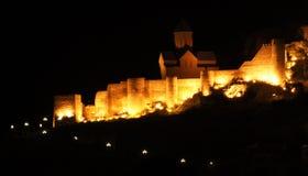 Opinión de la noche del castillo de Tbilisi Foto de archivo libre de regalías