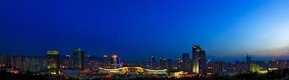 Opinión de la noche del centro civil de Shenzhen Imágenes de archivo libres de regalías