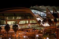 Opinión de la noche del centro de convención de San Diego Fotografía de archivo libre de regalías