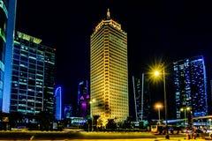 Opinión de la noche del centro de negocios de Dubai Imagen de archivo libre de regalías