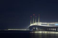 Opinión de la noche del 2do puente de Penang, George Town Penang Imagen de archivo