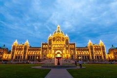 Opinión de la noche del edificio del parlamento en Victoria A.C. Imagen de archivo