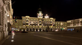 Opinión de la noche del ` Italiade Unità d de la plaza en Trieste Fotografía de archivo