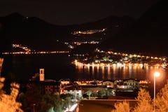 Opinión de la noche del lago Iseo, Lombardía, Italia Imagen de archivo