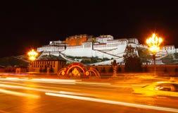 Opinión de la noche del palacio Potala Foto de archivo libre de regalías