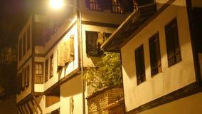 Opinión de la noche del pueblo de Anatolia del otomano tradicional, Safranbolu, Turquía almacen de metraje de vídeo