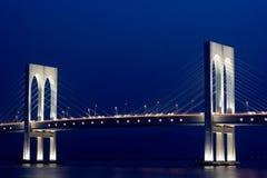 Opinión de la noche del puente Fotos de archivo libres de regalías