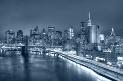 Opinión de la noche del puente de Manhattan y de Brooklyn foto de archivo libre de regalías