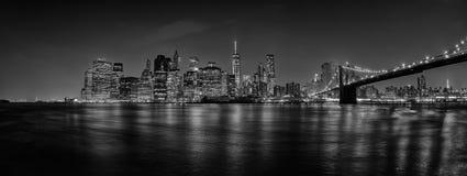 Opinión de la noche del puente de Nueva York Manhattan Foto de archivo libre de regalías