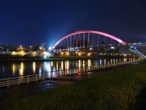 Opinión de la noche del puente del arco iris de Songshan en Taipei Fotografía de archivo libre de regalías
