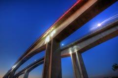 Opinión de la noche del puente del Gateway de Brisbane Foto de archivo