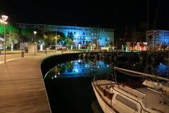 Opinión de la noche del puerto de santo Raphael Frejus Var Francia Imagen de archivo