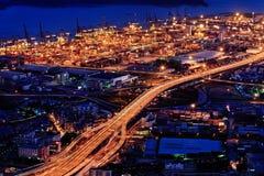 Opinión de la noche del puerto en el acceso de Yantian Fotos de archivo