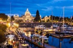 Opinión de la noche del puerto interno en Victoria Imagen de archivo libre de regalías