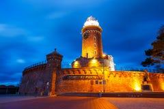 Opinión de la noche del puerto y del faro en Kolobrzeg imagen de archivo libre de regalías