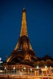 Opinión de la noche del viaje Eiffel foto de archivo