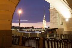 Opinión de la noche el Peter y Paul Fortress, St Petersburg Imagen de archivo