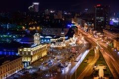 Opinión de la noche en los ferrocarriles en Moscú Imagenes de archivo