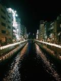 Opinión de la noche de Japón Osaka Shisaibashi imagenes de archivo