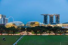 Opinión de la noche Marina Bay Sands Hotel Foto de archivo
