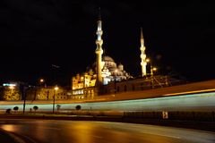 Opinión de la noche de la mezquita de Suleymaniye foto de archivo