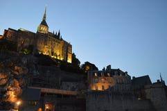 Opinión de la noche Mont-Santo-Miguel en Francia Fotografía de archivo