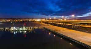 Opinión de la noche para el puerto de la ciudad de Gdynia Imágenes de archivo libres de regalías