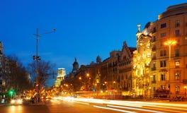 Opinión de la noche Passeig de Gracia en invierno Barcelona foto de archivo