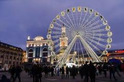 Opinión de la noche a la rueda de la observación de Kyiv en cuadrado de ciudad Imágenes de archivo libres de regalías