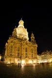 Opinión de la noche sobre Dresden Frauenkirche (iglesia de nuestra señora) Foto de archivo