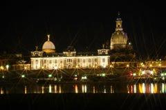 Opinión de la noche sobre el centro histórico de Dresden Imágenes de archivo libres de regalías