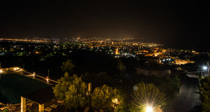 Opinión de la noche sobre el panorama de la ciudad de Chania en la isla de Creta Fotos de archivo libres de regalías
