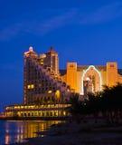 Opinión de la noche sobre hoteles de centro turístico en la ciudad de Eilat, Israel Foto de archivo libre de regalías
