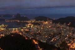 Opinión de la noche Sugarloaf Rio de Janeiro foto de archivo