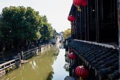 Opinión de la orilla del agua en Zhouzhuang Imagen de archivo libre de regalías