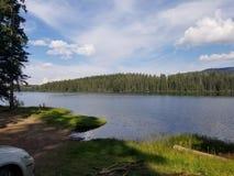 Opinión de la orilla del lago fotos de archivo libres de regalías