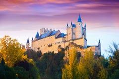 Opinión de la oscuridad del otoño del castillo de Segovia Imagen de archivo libre de regalías