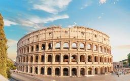 Opinión de la parte posterior de Colosseum en el tiempo de la pre-puesta del sol Imagen de archivo libre de regalías
