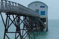 Opinión de la parte posterior de la estación del bote salvavidas de Selsey Fotografía de archivo libre de regalías