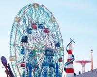 Opinión de la parte posterior de Nueva York de la isla de conejo a Luna Park Imagen de archivo