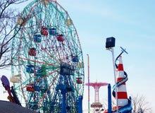Opinión de la parte posterior de Nueva York de la isla de conejo a Luna Park Foto de archivo libre de regalías