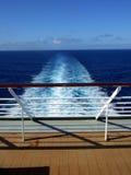 Opinión de la parte posterior del barco de cruceros del pasajero Imagenes de archivo