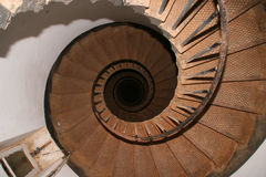 Opinión de la parte superior de una escalera espiral imágenes de archivo libres de regalías