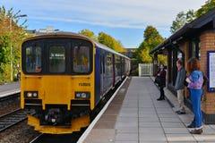 Opinión de la plataforma de la estación de tren Imagenes de archivo