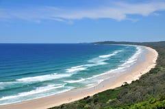 Opinión de la playa en la bahía de Byron Foto de archivo libre de regalías