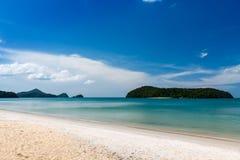 Opinión de la playa en la isla de Langkawi Foto de archivo libre de regalías